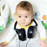有耳机的婴孩 图库摄影