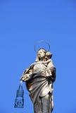 有耶稣基督儿童雕象的圣母玛丽亚在波隆纳,意大利 库存照片