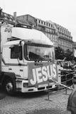 有耶稣横幅的卡车在耶稣的3月相互的年鉴 免版税库存照片