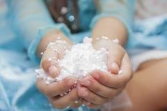 有聚苯乙烯泡沫塑料的孩子在手中 免版税图库摄影