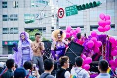 有肌肉人的台北LGBTQIA自豪感的,台湾两扮装皇后 2017年10月28日 免版税库存图片