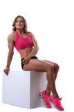 有肌肉机体位置的秀丽坚强的妇女 库存照片