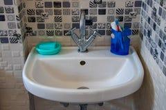 有肥皂的水盆 库存图片