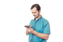 有胡子的人在电话写消息 库存照片