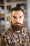 年轻有胡子的人画象  免版税库存图片