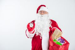 有胡子的圣诞老人等待的午夜 图库摄影