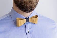 有胡子的成人人画象一件蓝色衬衣的 库存图片