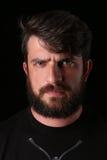 有胡子的有严肃的神色的人佩带的衬衣 关闭 E 投反对票 库存照片