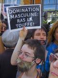 有胡子的演示男女平等主义者妇女 免版税库存照片