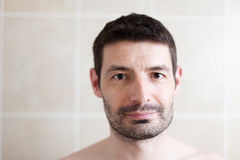 有胡子的30岁末人纵向 免版税库存照片