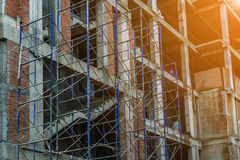 有脚手架的楼房建筑站点 免版税库存图片