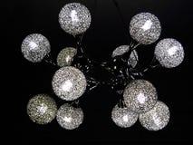 有脱氧核糖核酸结构设计的黑天花板灯 库存照片
