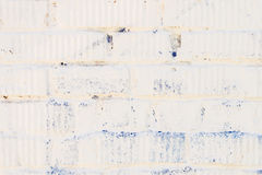 有膏药特写镜头的被弄脏的白色砖墙 对现代背景,样式、墙纸或者横幅设计,安置为 库存图片