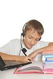 有膝上型计算机的十几岁的男孩 免版税图库摄影