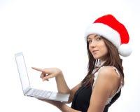 有膝上型计算机的圣诞节妇女指向显示器显示的 库存图片