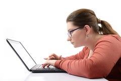 有膝上型计算机的女孩学员 库存照片