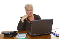 有膝上型计算机的女性前辈 免版税库存图片