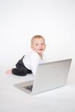 有膝上型计算机的婴孩 免版税库存照片