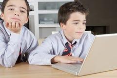 有膝上型计算机的子项在家 免版税库存图片