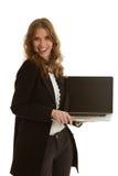 有膝上型计算机的美丽的女实业家 免版税库存照片
