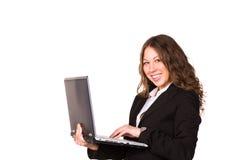 有膝上型计算机的美丽的确信的女实业家 免版税图库摄影