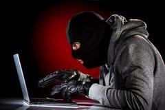 有膝上型计算机的黑客 免版税库存图片