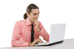 有膝上型计算机的年轻微笑的人在白色背景 图库摄影