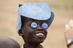 有自创玩具的男孩,南苏丹 免版税库存照片