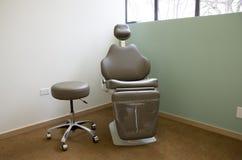 有自然照明设备的医生办公室 库存图片