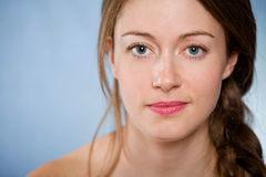 有自然皮肤的美丽的妇女 免版税图库摄影