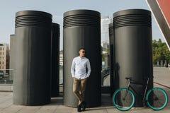 有自行车的人 免版税库存照片