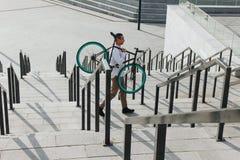 有自行车的人 库存图片