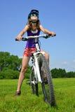有自行车的女孩 免版税图库摄影