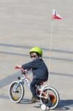 有自行车的小男孩 免版税库存照片