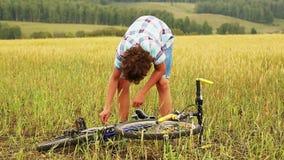 有自行车的男孩 股票录像