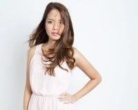 有至善至美的皮肤的美丽的亚裔少妇 免版税库存照片