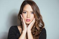 有至善至美的皮肤的美丽的亚裔少妇 库存照片
