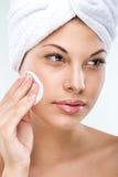 有至善至美的皮肤的美丽的妇女,洗涤 库存照片