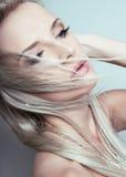 有至善至美的皮肤的美丽的少妇 免版税图库摄影