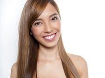 有至善至美的皮肤的美丽的年轻亚裔妇女 免版税库存图片
