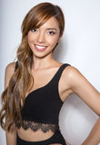 有至善至美的皮肤的美丽的年轻亚裔妇女 图库摄影
