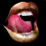 有舌头的嘴唇在黑色 库存图片