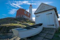 有船库的灯塔 免版税库存照片