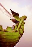 有船嘴装饰的专栏细节,圣彼德堡,俄罗斯 库存照片
