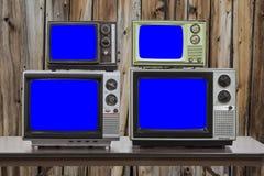 有色度钥匙蓝色屏幕和老Wo的四台葡萄酒电视 免版税库存照片