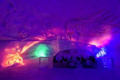 有色的光的冰旅馆 库存照片