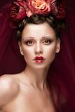 有艺术创造性的构成的美丽的女孩在红色新娘的图象为万圣夜 秀丽表面 库存图片
