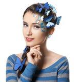 有艺术构成蓝色蝴蝶的女孩 免版税库存图片