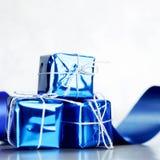 有节日礼物的箱子 免版税库存照片