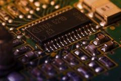 有芯片和收音机组分的电路板 免版税库存照片